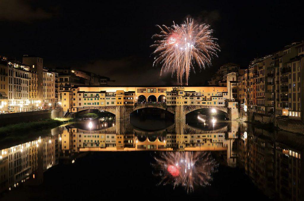 Флоренцияда отшашу жаңа жылдық мерекесіне орай орындардың бірі болып табылады