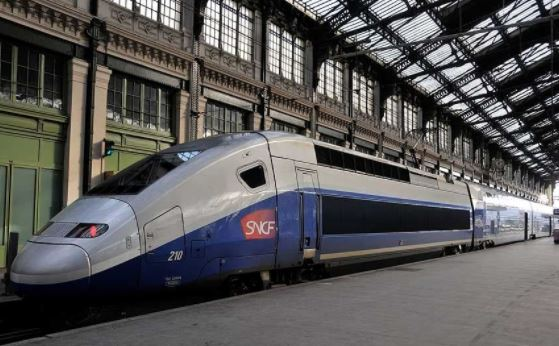 traveling by train from Paris to Nice by TGV and SNCF