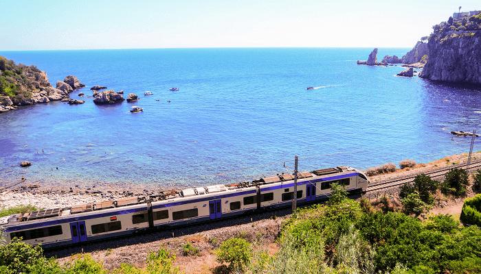 रेल तट यात्रा द्वारा इटाली