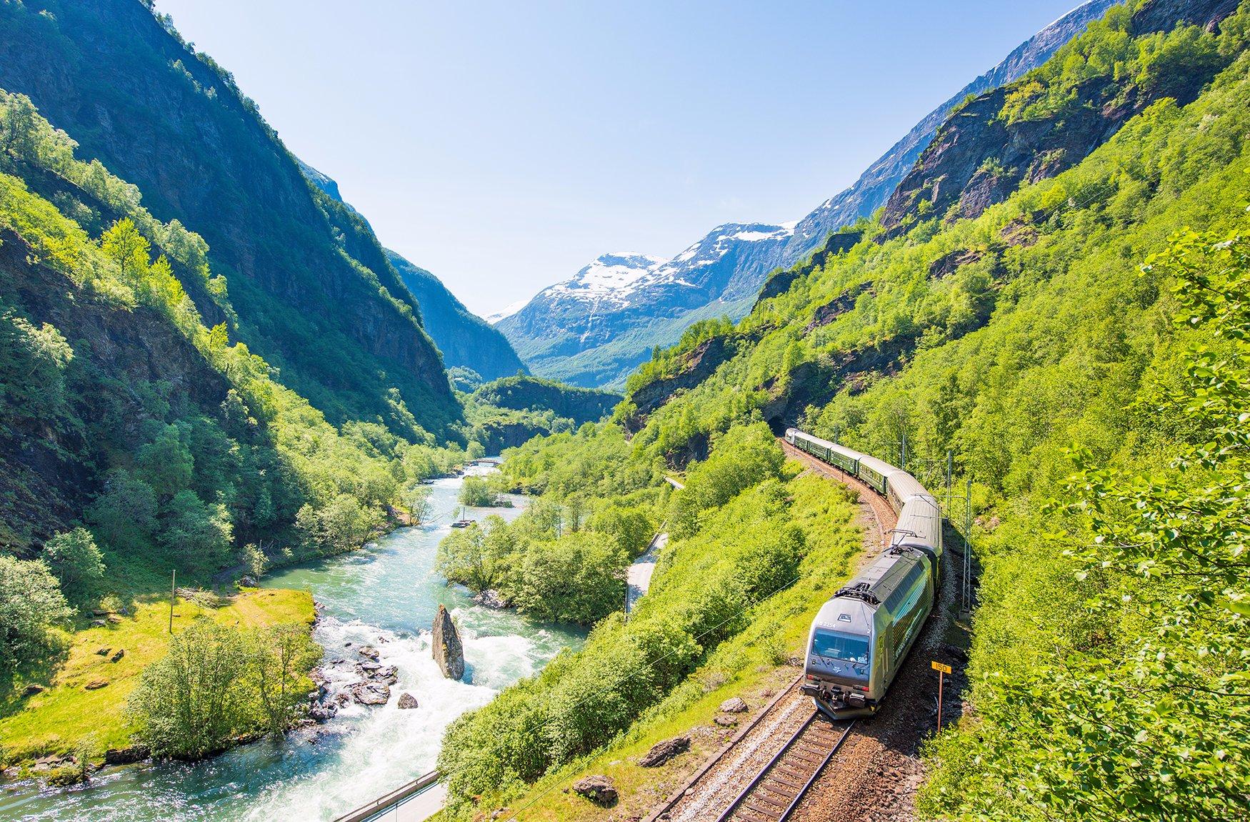Flåm да Мюрдал влак пътуване долина и планини и реки