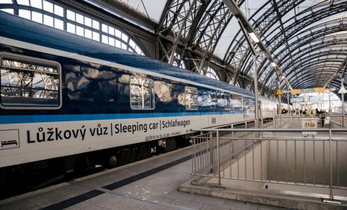 Влак Пътуване в Европа Нощувка