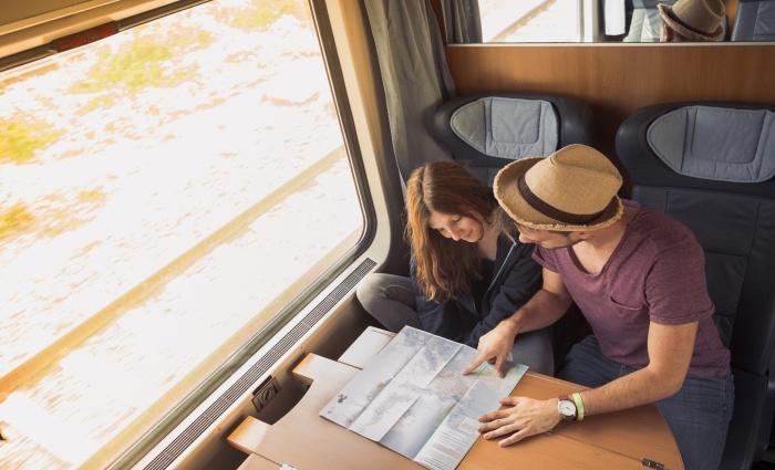سفر با قطار به عنوان یک خانه بدوش و دیدار با دوستان جدید