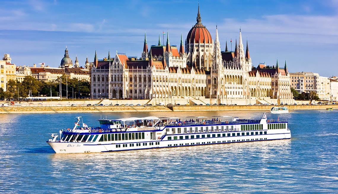 ריברס היפה באירופה ו סירות